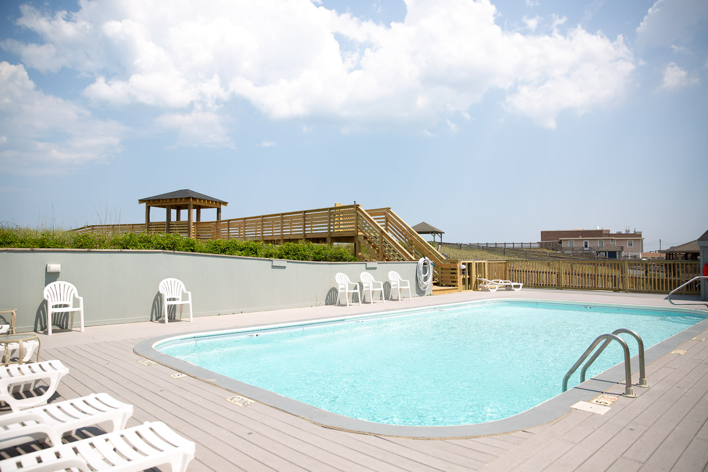 outer banks condo pool